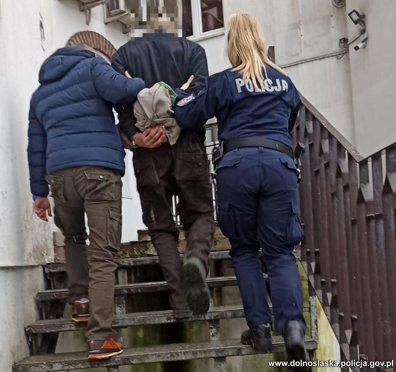 Polanica-Zdrój: Policyjny pościg za młodym mężczyzną